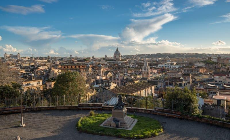 Horisont av staden av Rome, Italien arkivfoton