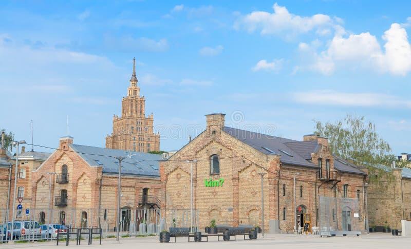 Horisont: Byggnad av den lettiska akademin av vetenskaper (1958), Riga, Lettland Grundades som den lettiska SSR-akademin av veten royaltyfria bilder