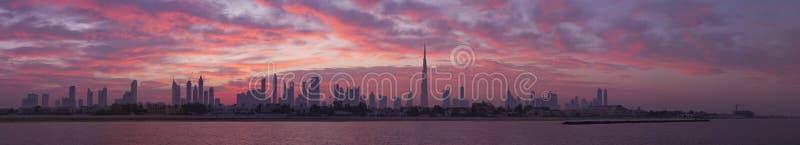 Horisont Dubai, för soluppgång arkivfoton