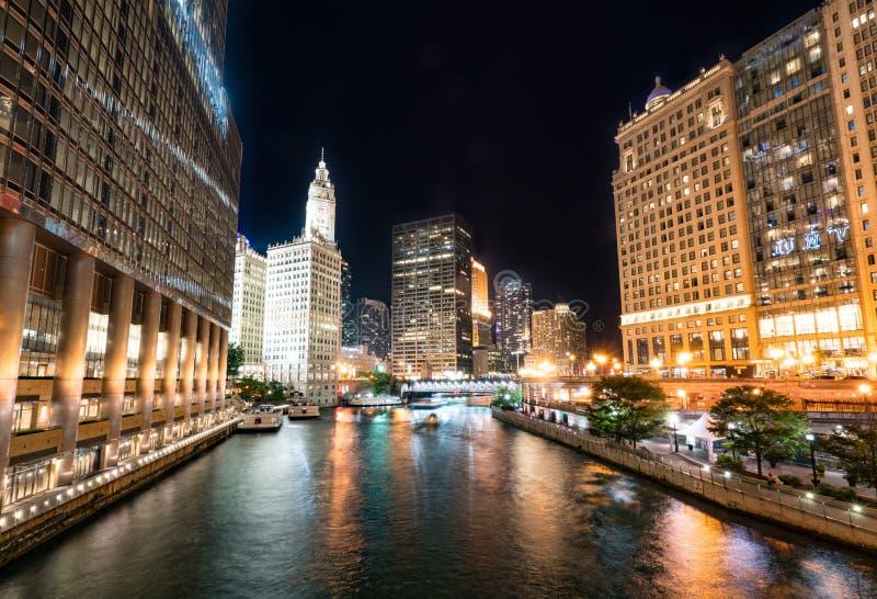 Horisont för Chicago nattstad arkivbild