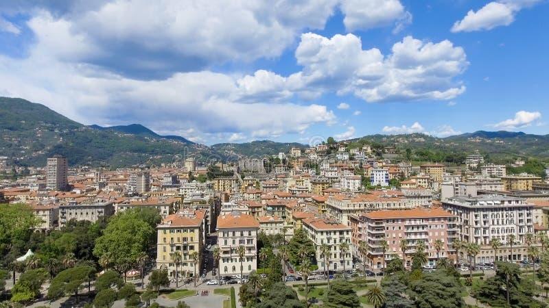 Horisont för LaSpezia stad, flyg- sikt på en härlig dag royaltyfri bild
