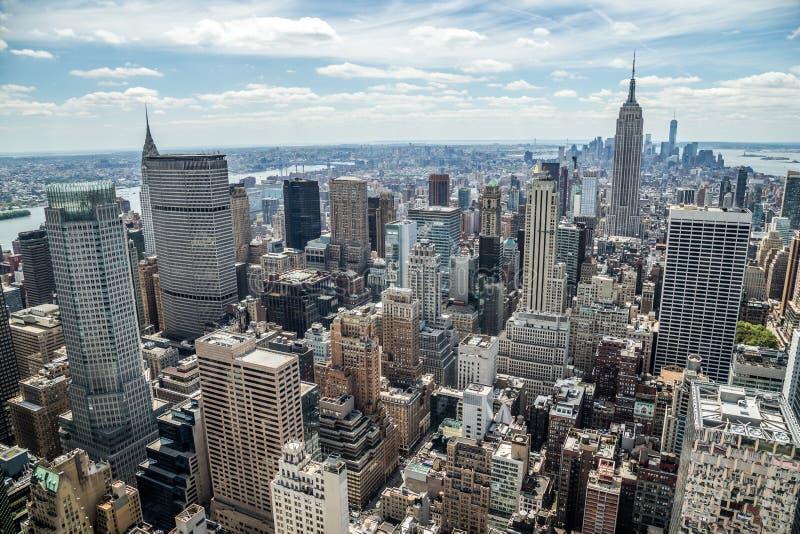 Horisont för New York City manhattan midtownbyggnader fotografering för bildbyråer