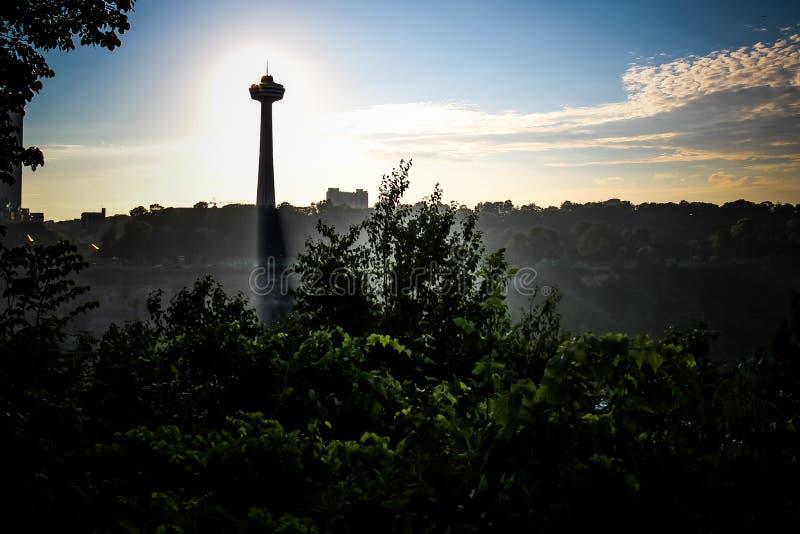Horisont 1 för Niagara Falls solnedgångmist royaltyfria foton