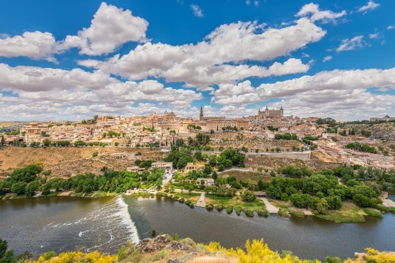 Horisont för Toledo Spanien gammal stadstad arkivfoton