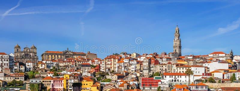Horisont och cityscape av staden av Porto i Portugal royaltyfria foton