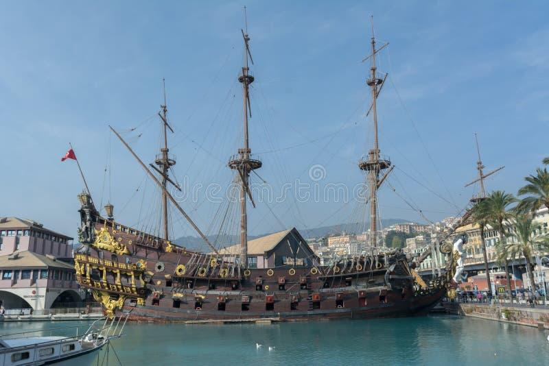Horisontalsikten av styrbordsidan av ett forntida piratkopierar Galeo royaltyfri fotografi