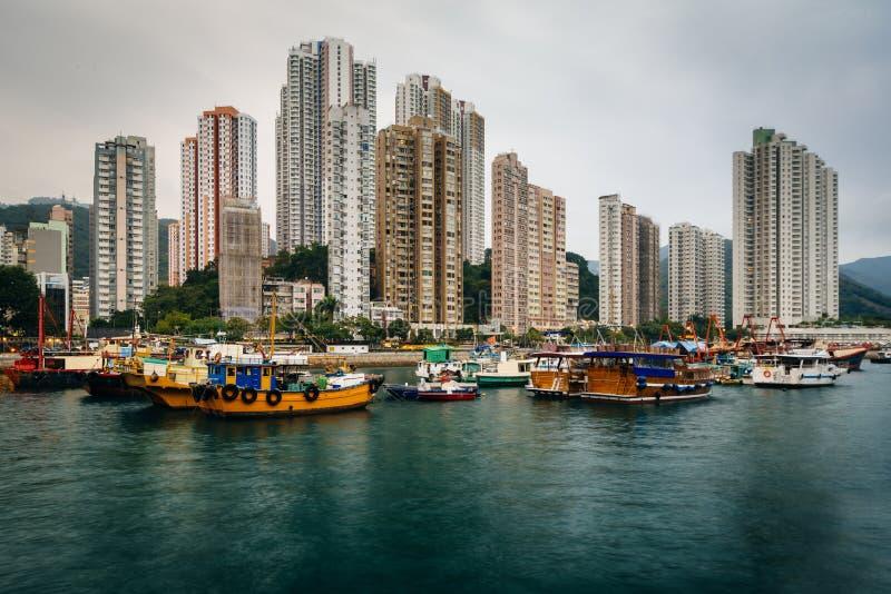Horisonten av Aberdeen som ses från Ap Lei Chau, i Hong Kong, Ho arkivfoto