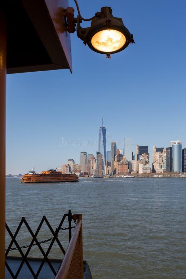 Horisonten av News York City den Manhattan ?n arkivfoto