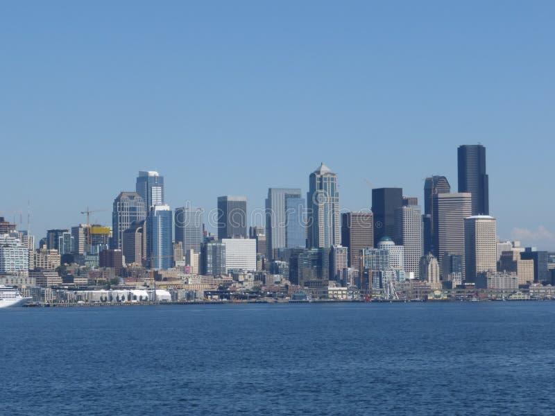 Horisonten av Seattle på en klar höstdag royaltyfria bilder