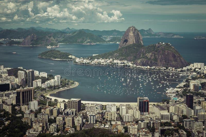Horisontsikt av Rio de Janeiro, Brasilien fotografering för bildbyråer