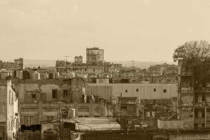 Horisontstadshavannacigarr, den verkliga Kuban royaltyfria foton