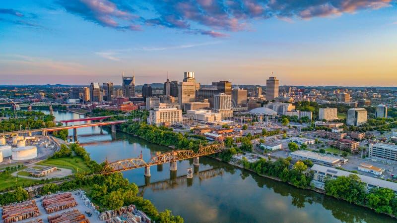 Horizon aérien de bourdon de Nashville Tennessee TN au coucher du soleil photographie stock libre de droits