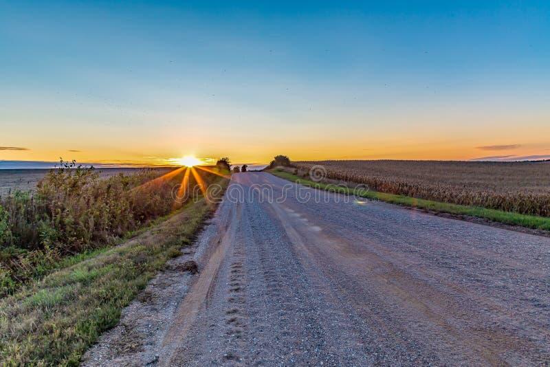 Horizon coloré au-dessus des terres cultivables Omaha Nebraska de maïs photographie stock