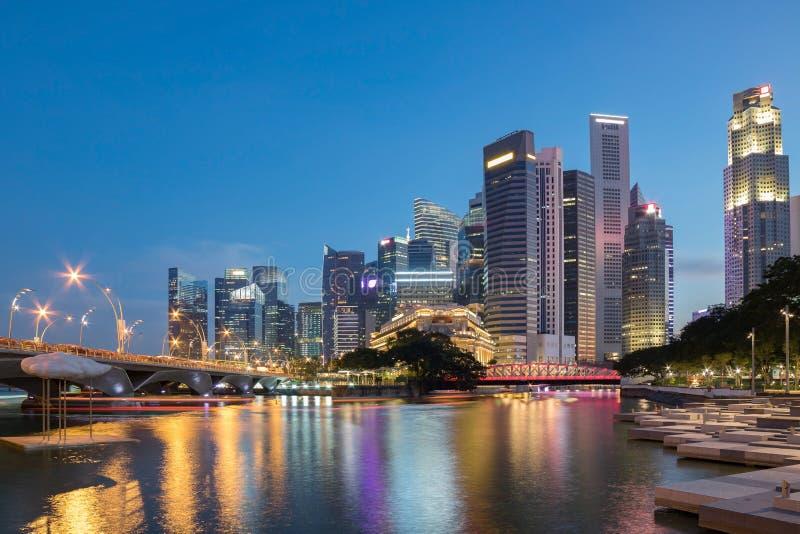 Horizon coloré de district des affaires de Singapour image libre de droits
