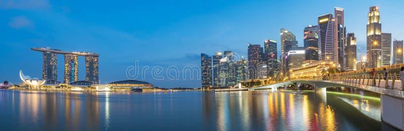 Horizon coloré de district des affaires de Singapour photo stock
