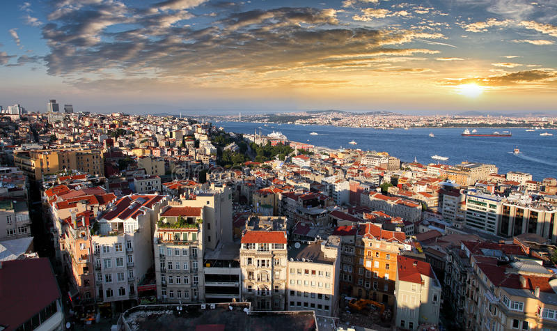 Horizon d'Istanbul au coucher du soleil, Turquie image libre de droits
