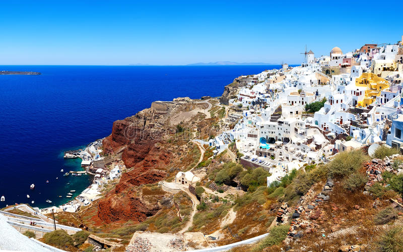 Horizon d'Oia, architecture blanche traditionnelle avec des moulins à vent, village grec de Santorini, Grèce Santorini est île images stock