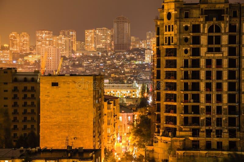 Horizon de Bakou pendant la nuit venteuse photographie stock libre de droits