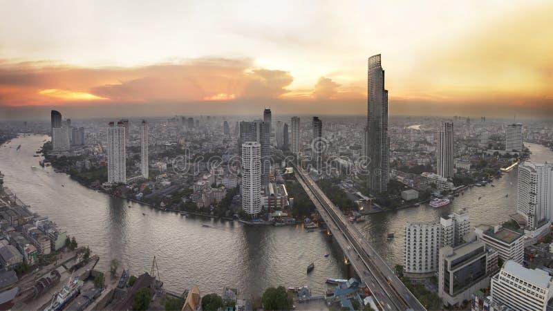 Horizon de Bangkok avec la ville avant coucher du soleil photos libres de droits