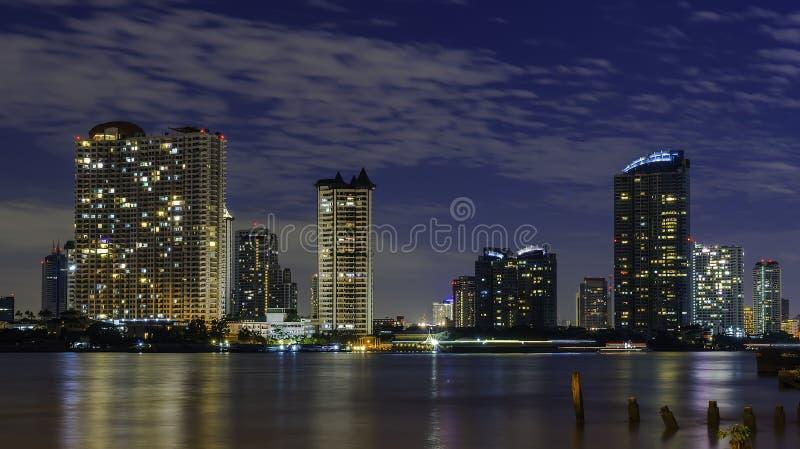 Horizon de Bangkok la nuit image stock