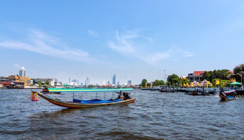 Horizon de Bangkok, vue de Chao Phraya River photo stock