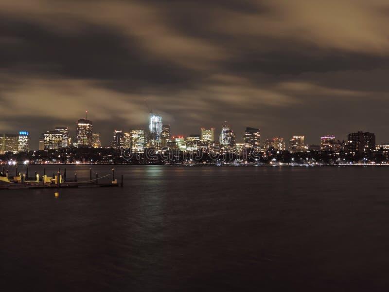 Horizon de Boston la nuit photographie stock