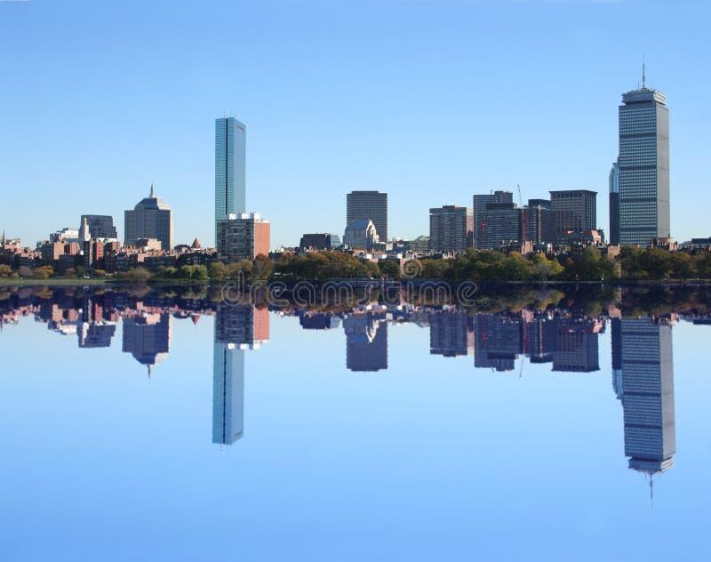 Horizon de Boston reflété image stock