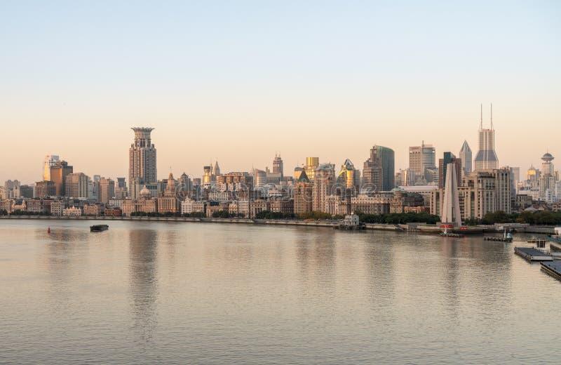 Horizon de Bund dans la ville de Changhaï à l'aube image libre de droits