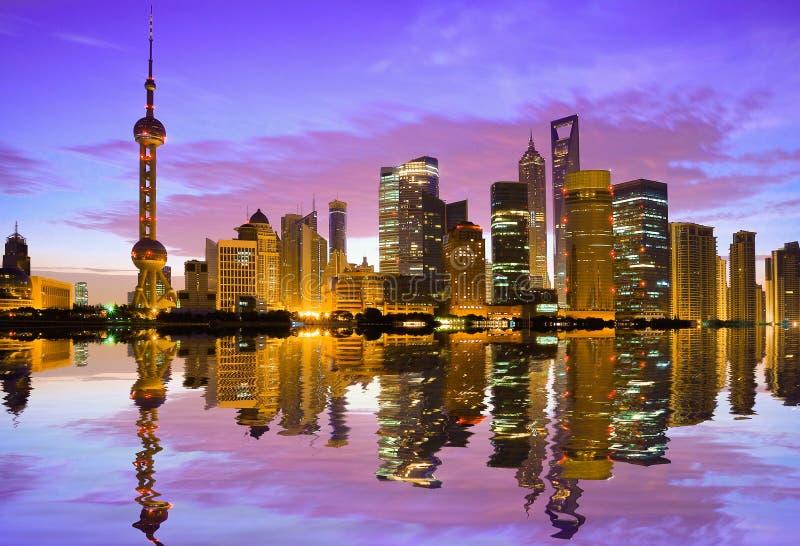 Horizon de Changhaï à l'aube image stock
