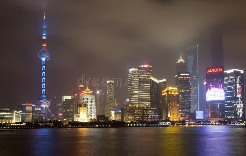 Download Horizon De Changhaï De Pudong De Nuit Photo éditorial - Image du porcelaine, allumé: 45351251