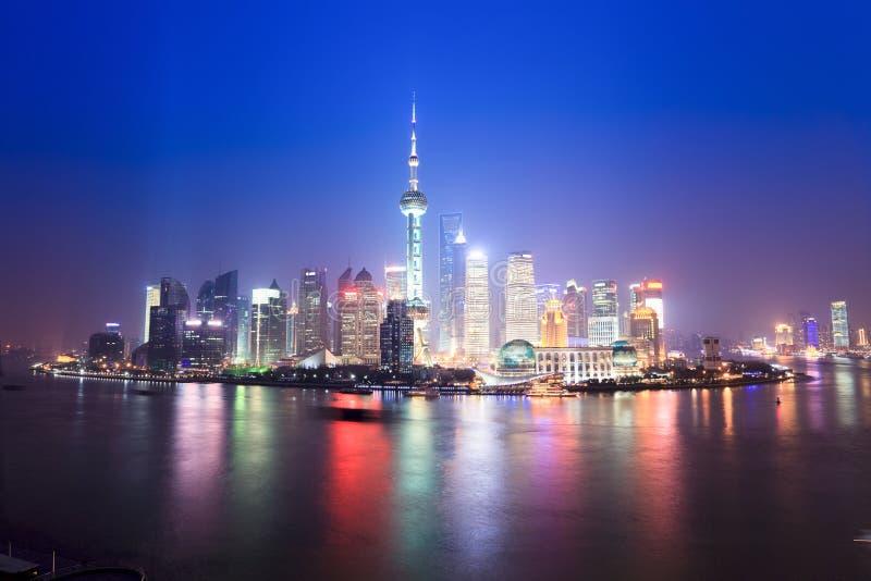 Horizon de Changhaï la nuit images libres de droits