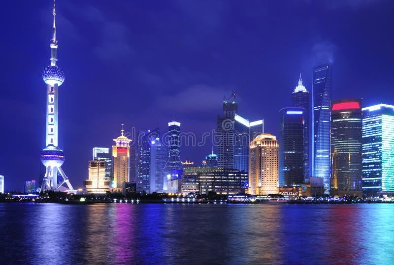 Horizon de Changhaï la nuit image stock