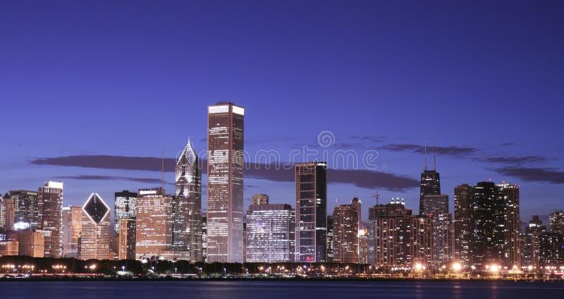 Horizon de Chicago la nuit image libre de droits