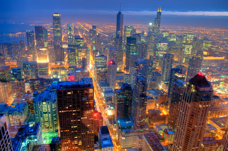 Horizon de Chicago la nuit. photographie stock libre de droits