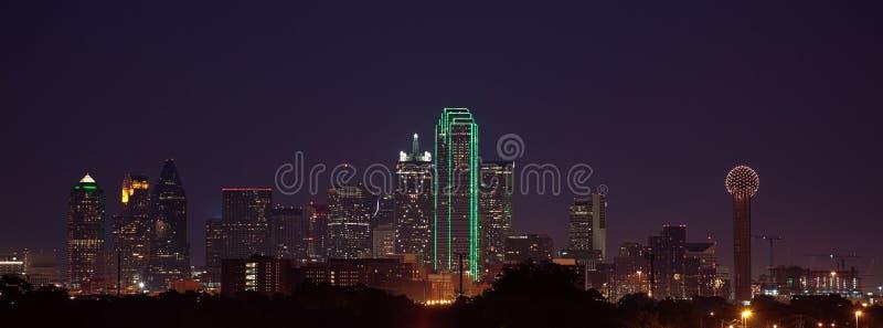 Horizon de Dallas au crépuscule photo stock