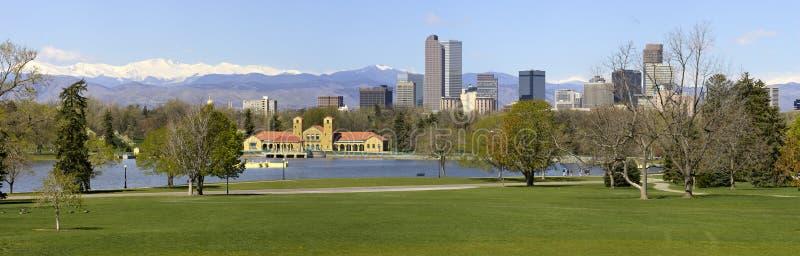 Horizon de Denver de panorama de stationnement de ville image libre de droits
