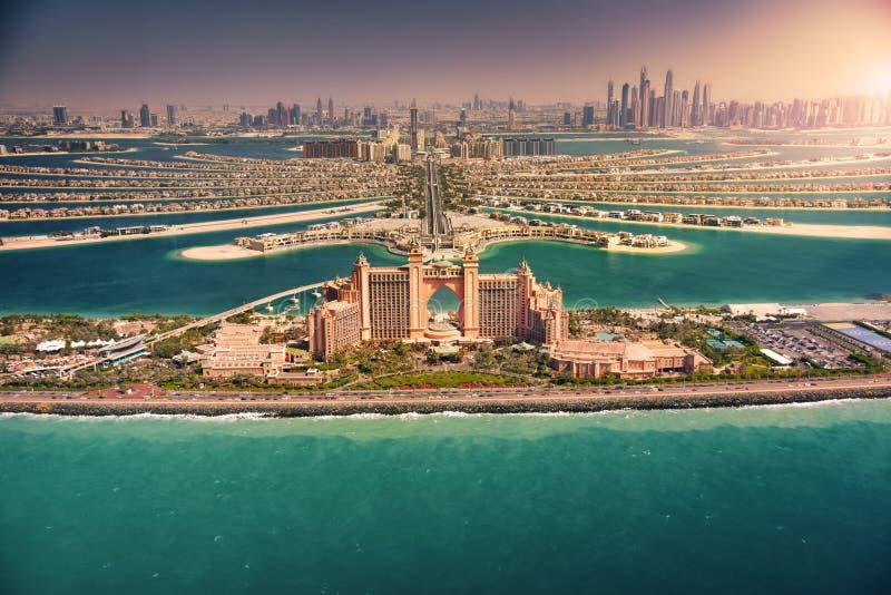 Horizon de Dubaï au coucher du soleil image libre de droits