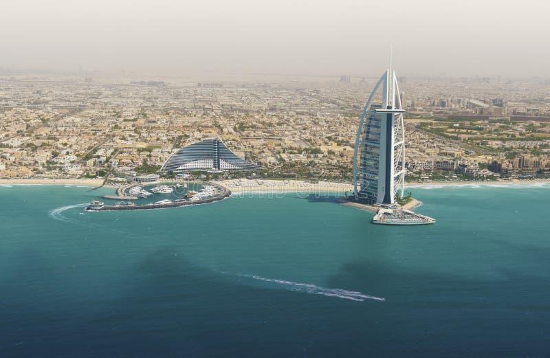 Horizon de Dubaï de la mer images libres de droits