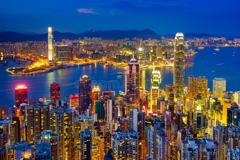 Horizon de Hong Kong la nuit images stock