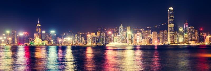 Horizon de Hong Kong la nuit Panorama photographie stock