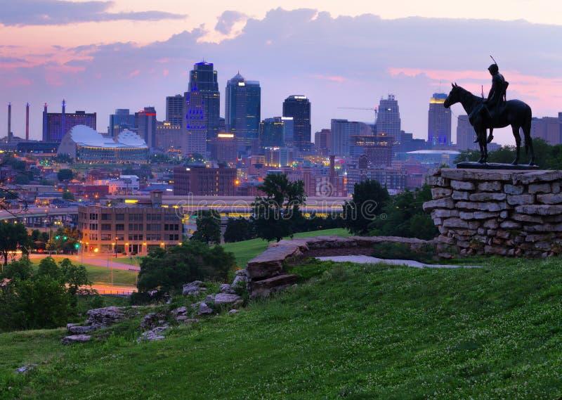 Horizon de Kansas City à l'aube photographie stock libre de droits