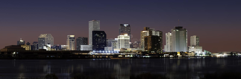 Horizon de la Nouvelle-Orléans la nuit photo stock