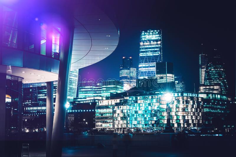 Horizon de Londres la nuit image libre de droits