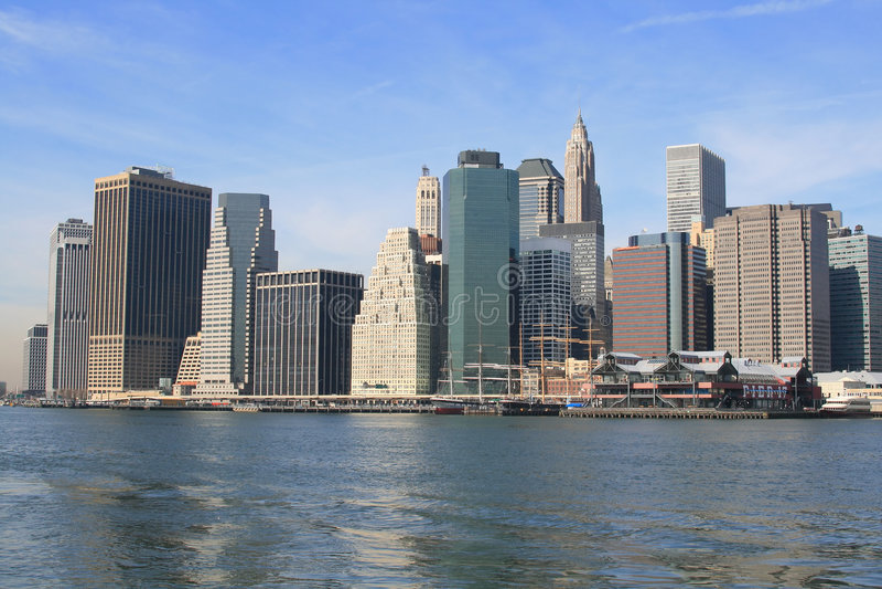 Download Horizon de Lower Manhattan photo stock. Image du detail - 2137114