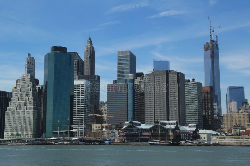 Horizon de Lower Manhattan avec Freedom Tower non fini et pilier 17 avant reconstruction photo libre de droits