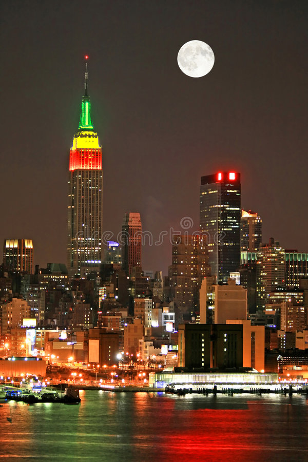 Horizon de Manhattan au réveillon de Noël photos libres de droits