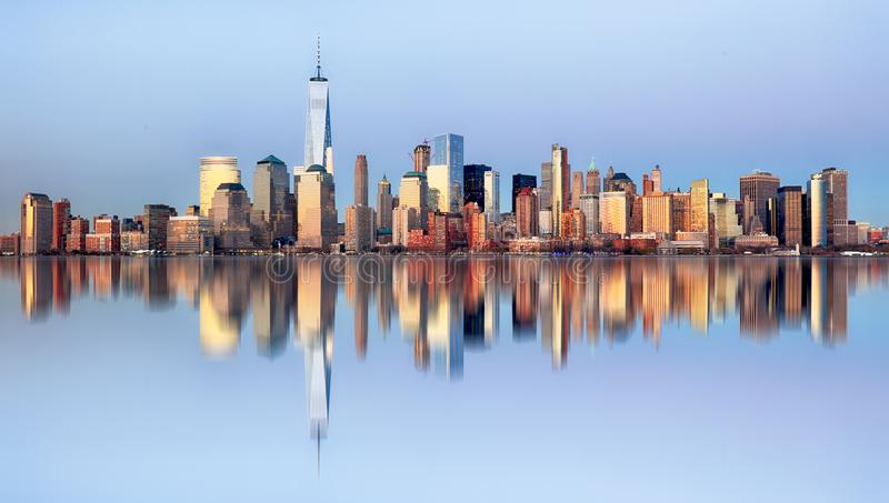 Horizon de Manhattan, New York City la nuit images stock