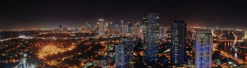Horizon de Manille la nuit photographie stock