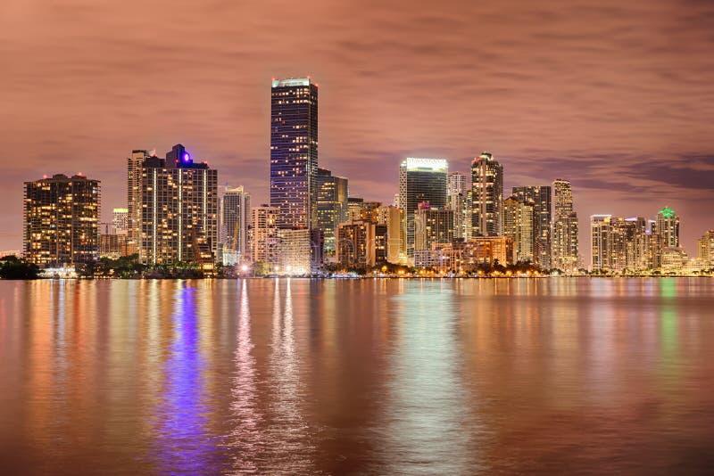 Horizon de Miami Bayfront la nuit photographie stock