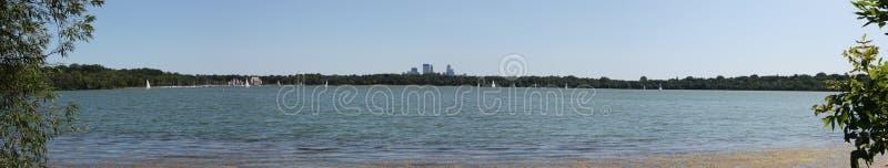 Horizon de Minneapolis de lac Harriet image stock